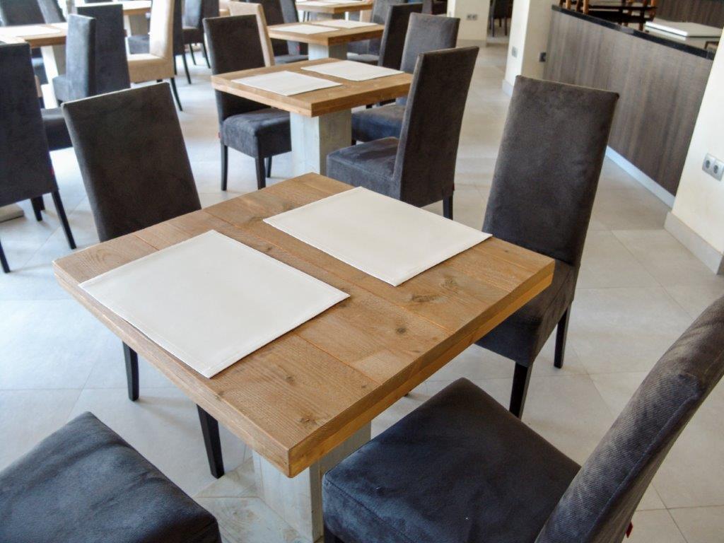 Mesa cuadrada de madera para restaurante