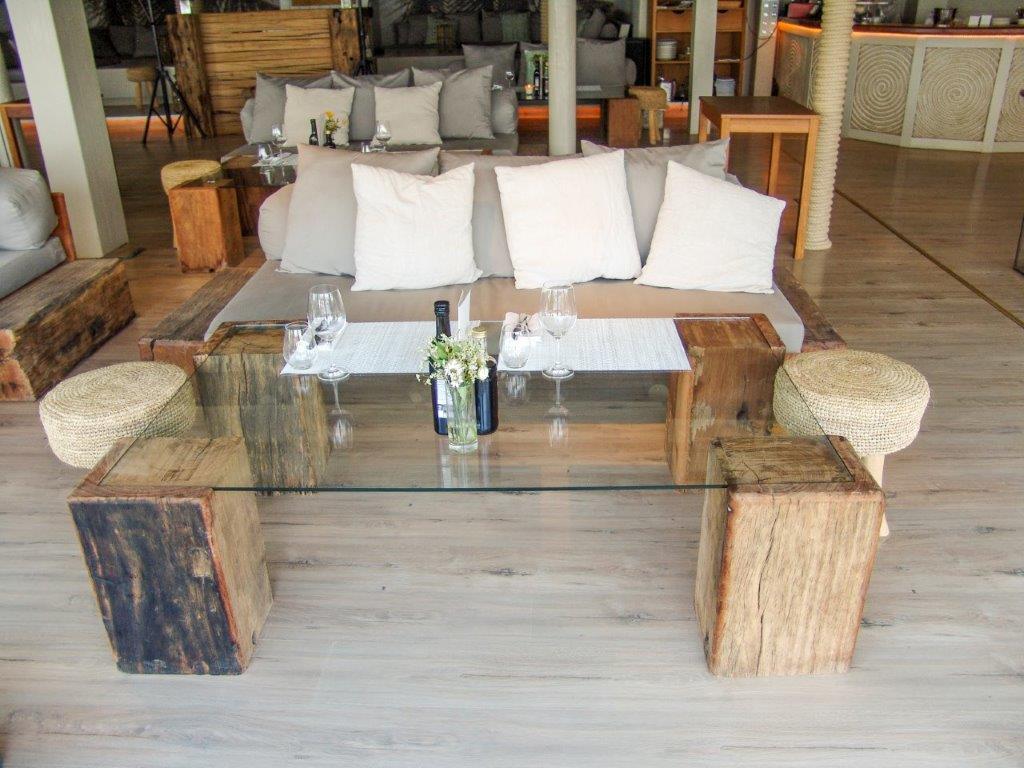 Mesa de madera tropical