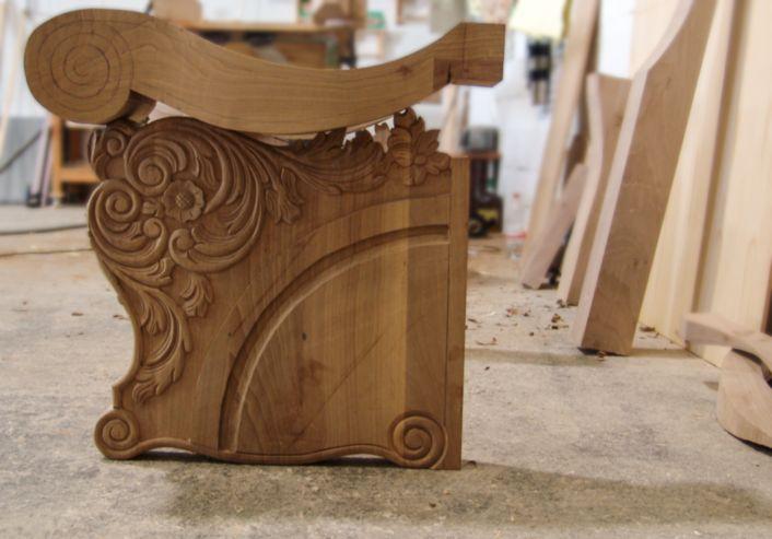 Pieza de madera trono
