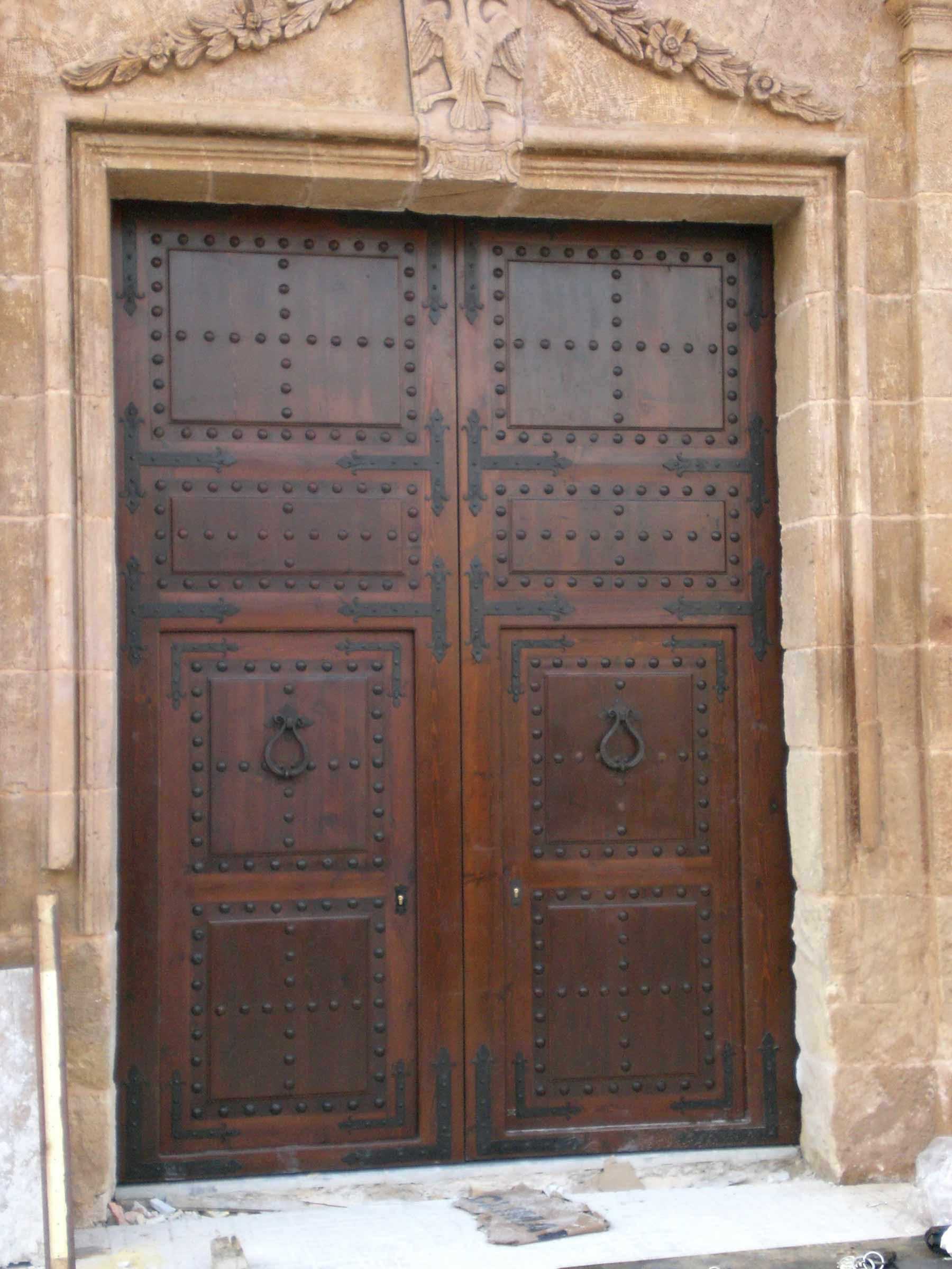 Portón de iglesia fabricado por Conely