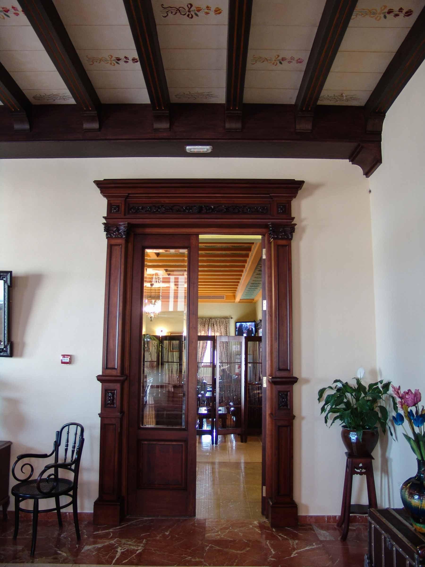 Puerta estilo clásica interior