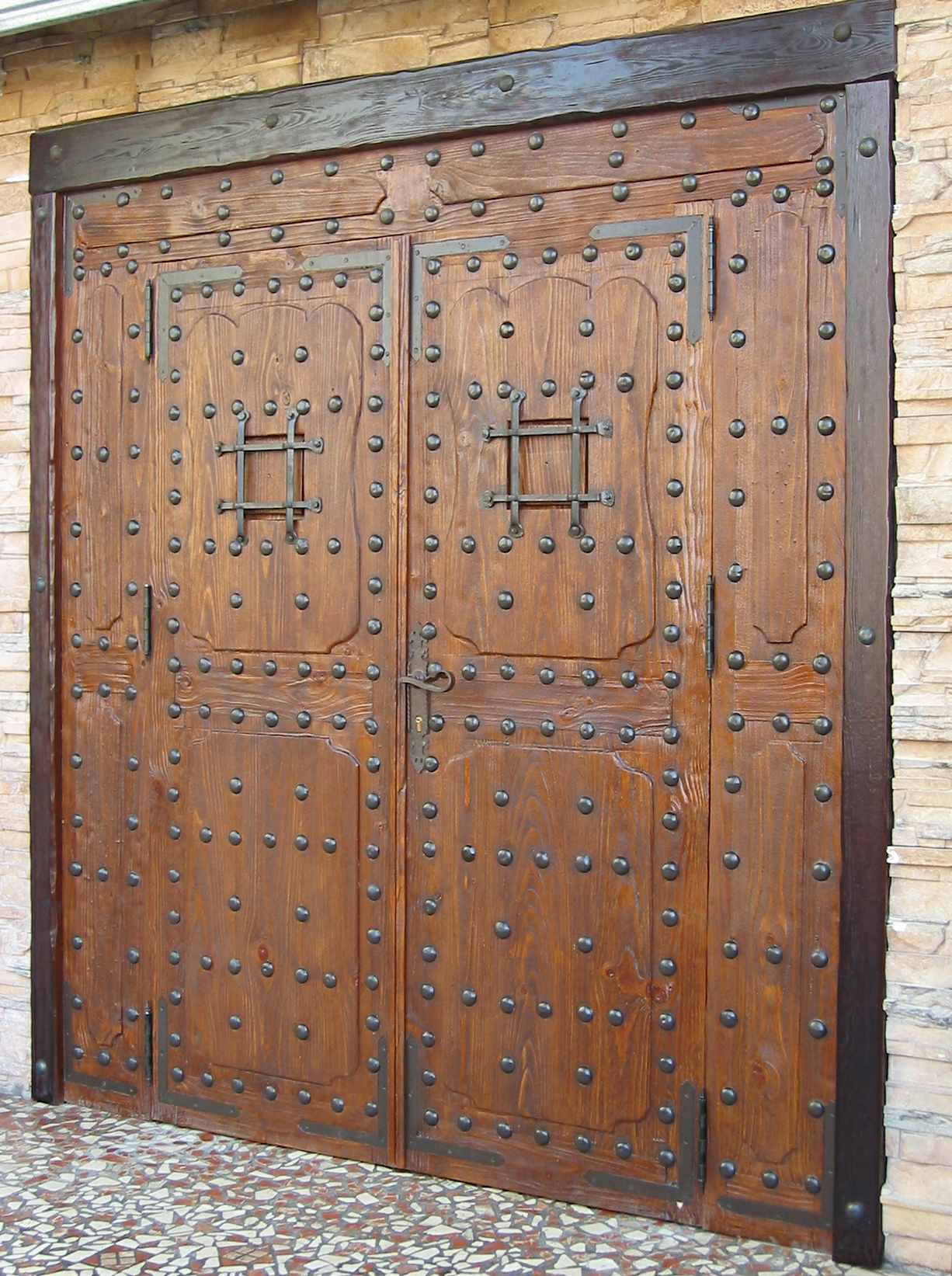 Puerta de dos hojas de madera con veta chorro de arena