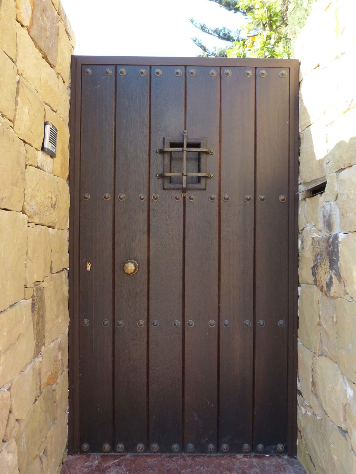 Puerta de duelas rustica