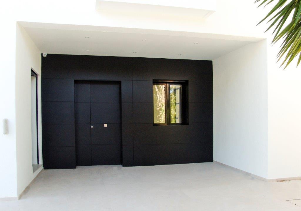 Puerta exterior estilo contemporáneo