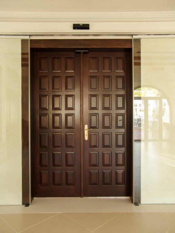 Puerta de interior con cuarterones