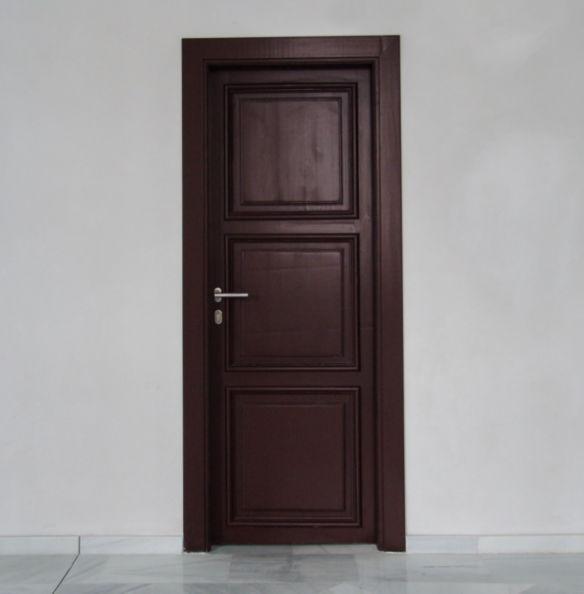 Puerta interior de madera restaurada