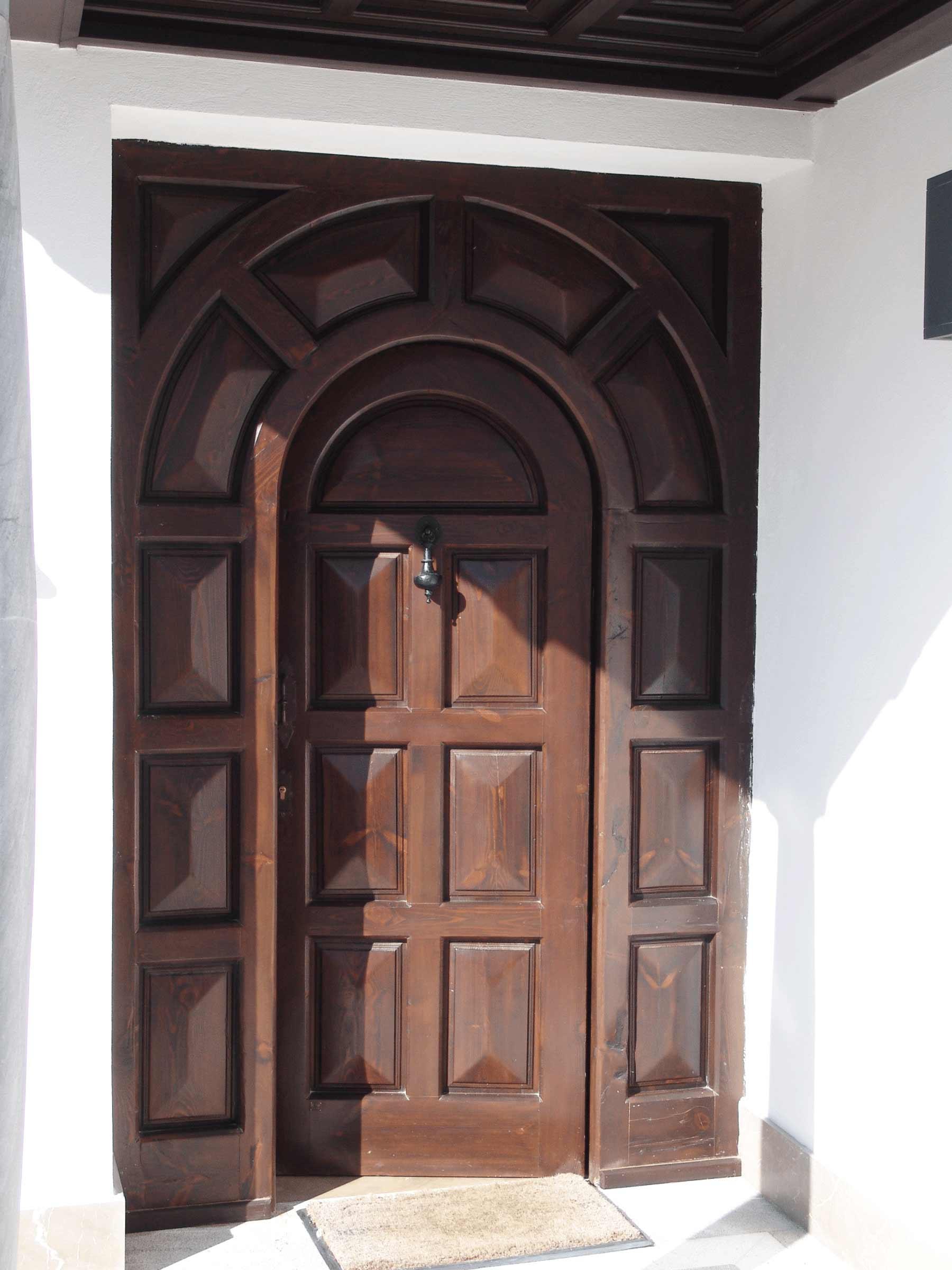 Puerta con embocadora