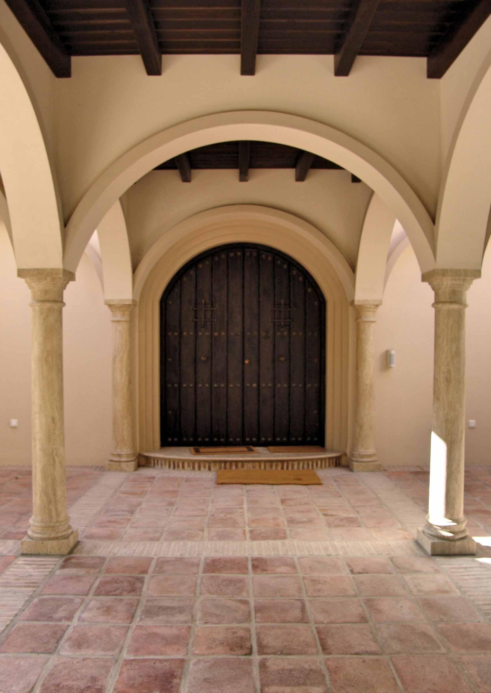 Puerta de entrada de medio punto