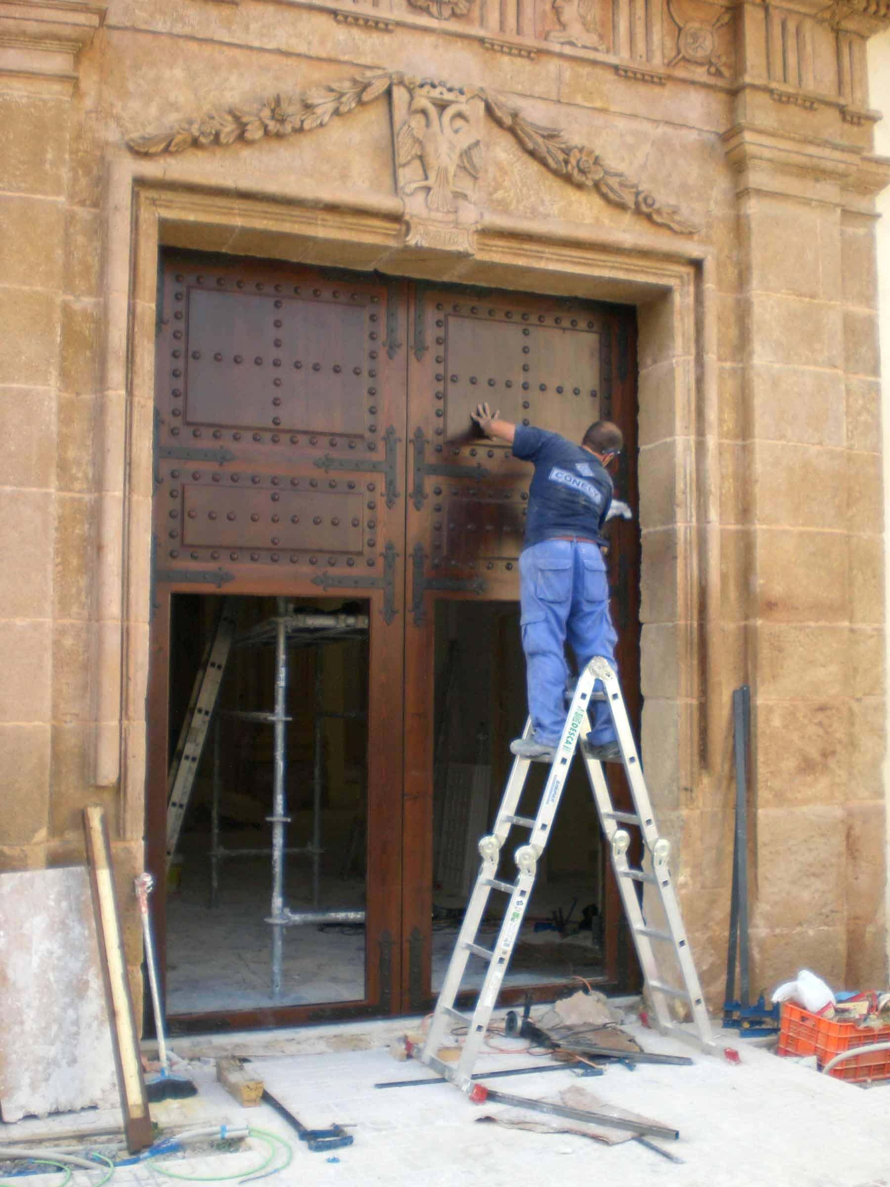 Instalación portón iglesia conely