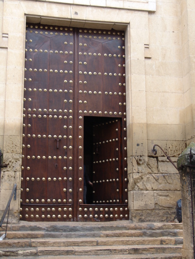 Portón restaurado por Conely