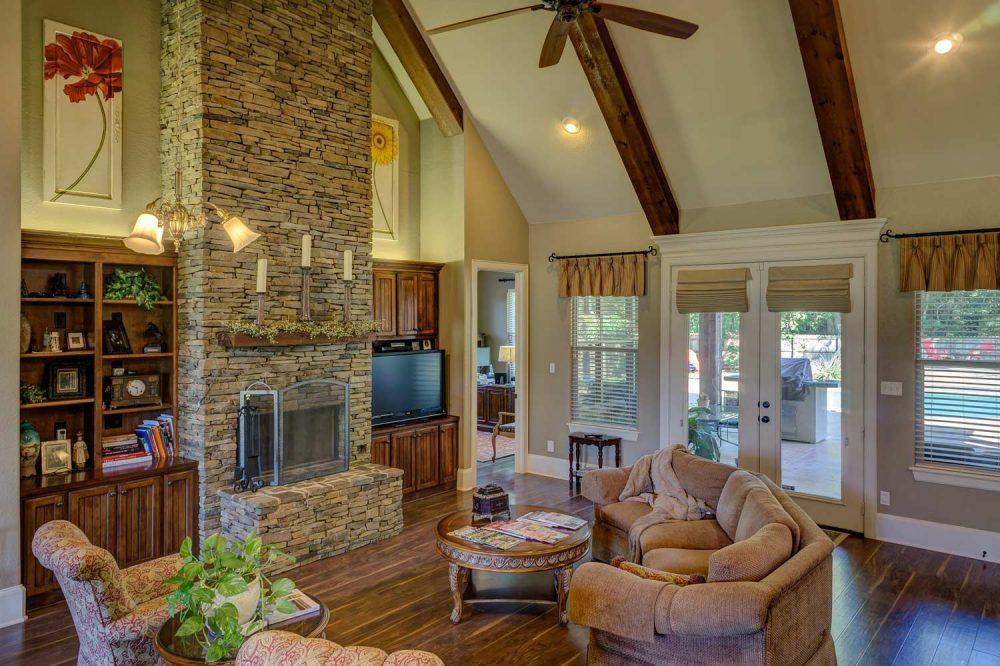 Ambiente combinar muebles antiguos y modernos
