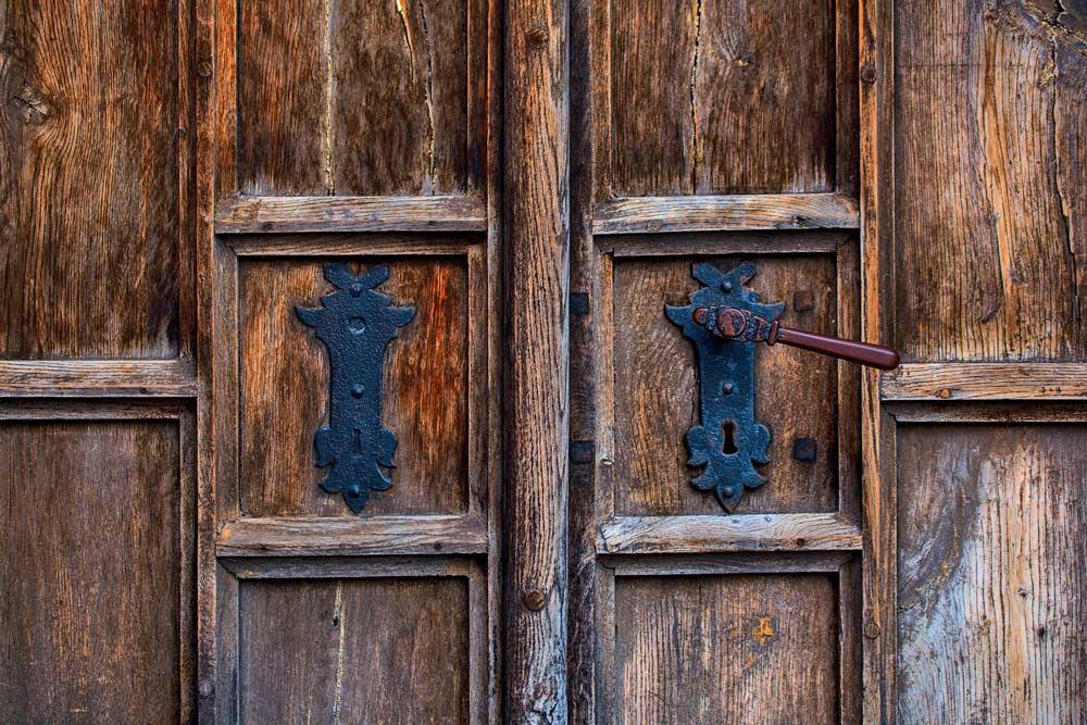 Protección puertas de madera de exterior