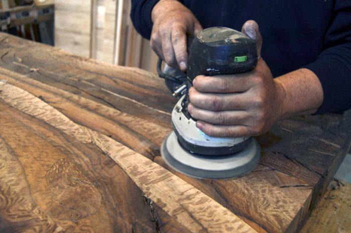 Proteger puestas de madera de exterior, lijado